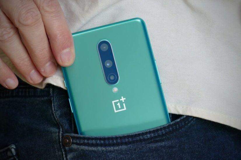 OnePlus 8 Pro и Samsung Galaxy S20 Plus – какой смартфон выбрать? Полное сравнение